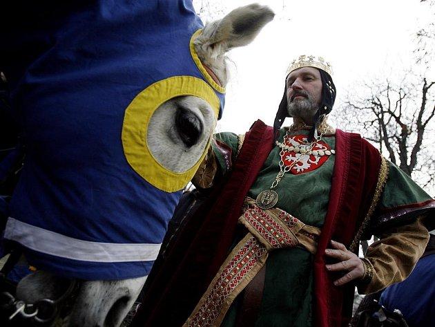 V rámci Dnů Prahy 1, které letos připomenuly 660 let od založení Nového Města pražského Karlem IV., zakončil na Žofíně svůj průvod císař a král Karel IV.