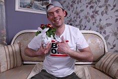 Láďa Hruška radí, jak si z obyčejné PET láhve vytvořit stylový květináč.