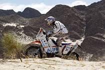 Italský motocyklista Luca Manca slibně rozjetý Dakar nedokončí.