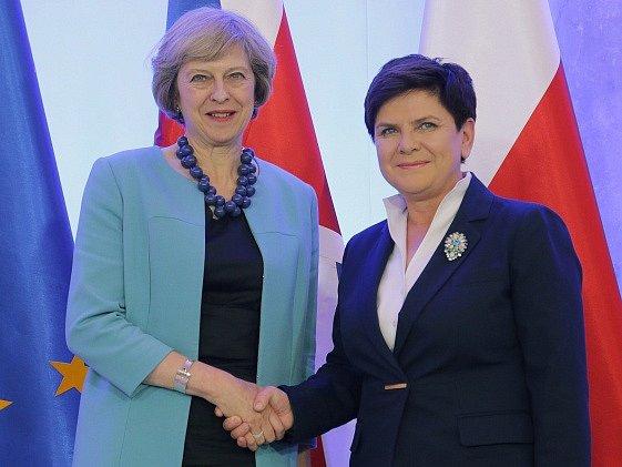Britská premiérka Theresa Mayová na jednání s polskou premiérkou Beatou Szydlovou ve Varšavě.