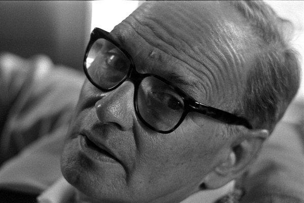 Legenda na poli filmové hudby, držitel Oscara za celoživotní dílo a autor kultovních melodií zklasických westernů Ennio Morricone přijede vúnoru 2014do Prahy.