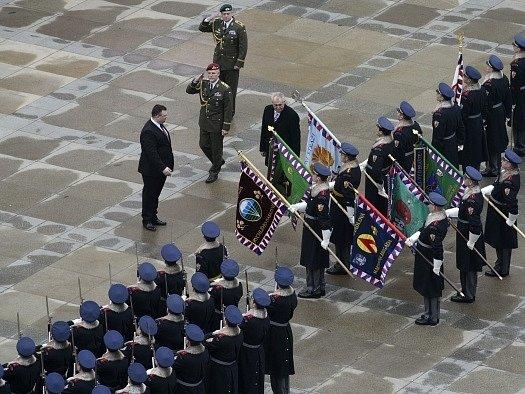Nový prezident Miloš Zeman absolvoval 8.března po složení slibu vojenskou přehlídku na třetím nádvoří Pražského hradu.