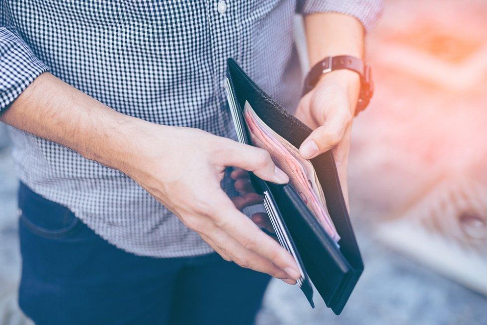 Peníze, mzda - Ilustrační foto