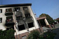 Pravděpodobně výbuch propanbutanové lahve způsobil tragédii v domě s pečovatelskou službou v Týně nad Vltavou. Neštěstí si do smutné bilance připsalo i jeden lidský život.