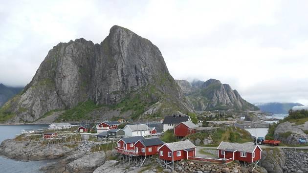 Ikonickým místem Lofot je vesnice Reine