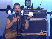 STING. Anglický zpěvák, baskytarista, občasný herec a bývalý člen The Police.