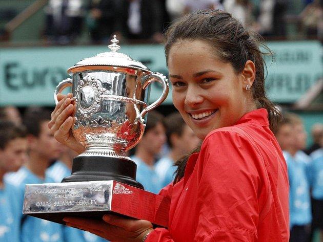 Tenisový Roland Garros má novou královnu. Srbka Ana Ivanovičová porazila ruskou tenistku Daniru Safinovou.