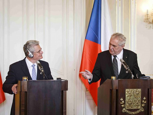Prezident Miloš Zeman na tiskové konferenci s německým prezidentem Joachimem Gauckem.