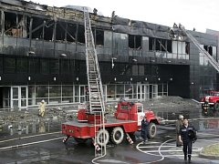 V Doněcku vyhořela část stadionu, kde hraje hokejový tým Donbass, který je účastníkem Kontinentální hokejové ligy (KHL). Nikdo naštěstí nebyl zraněn.