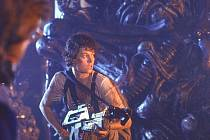 Ellen Ripleyová ztvárněná herečkou Sigourney Weaverovou ve filmu Aliens z roku 1986.
