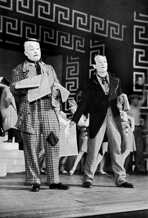 Z Osvobozeného divadla. Jan Werich a Jiří Voskovec