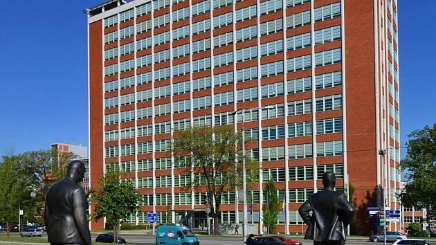 Baťův institut vznikl konverzí dvou továrních budov bývalého Baťova průmyslového areálu ve Zlíně. Své nové sídlo zde našla galerie výtvarného umění, Muzeum jihovýchodní Moravy a krajská knihovna.