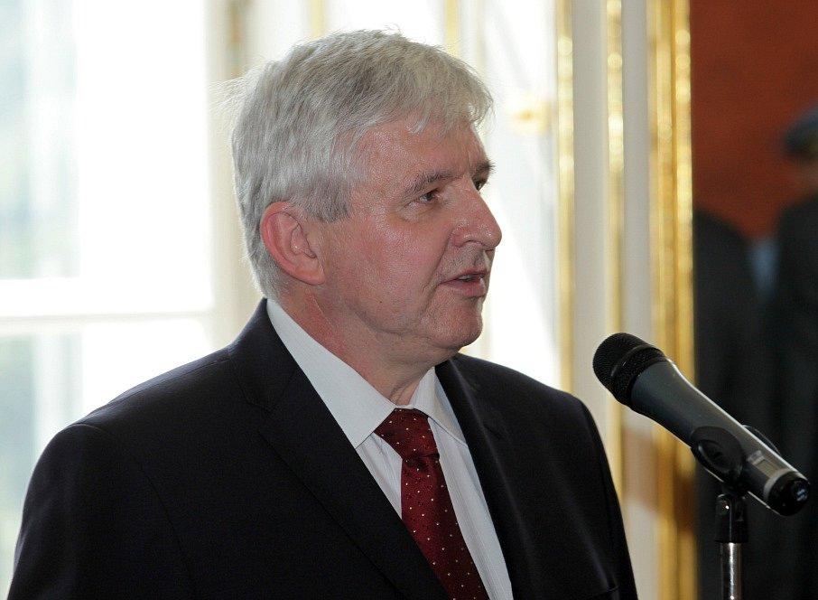 Prezident Miloš Zeman jmenoval ve středu na Pražském hradě novou vládu sestavenou premiérem Jiřím Rusnokem (na snímku).