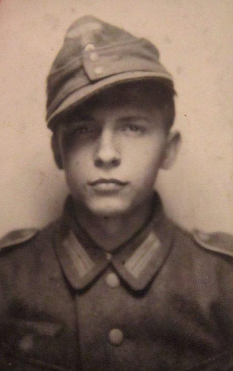 Adolf Kůrka při nástupu do wehrmachtu