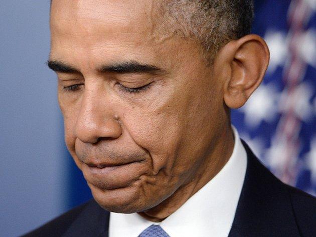"""Americký prezident Barack Obama na sebe dnes vzal """"plnou odpovědnost"""" za incident z letošního ledna, při němž během operace proti teroristům na afghánsko-pákistánské hranici přišli nešťastně o život dva rukojmí Al-Káidy z USA a Itálie."""