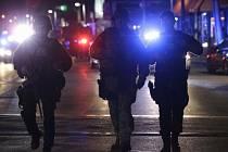 Dosud neznámý muž zastřelil policistu v areálu Massachusettského technického institutu (MIT) ve městě Cambridge nedaleko Bostonu.