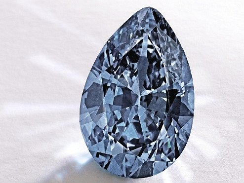 Modrý diamant se v aukci vydražil za téměř 33 milionů dolarů.