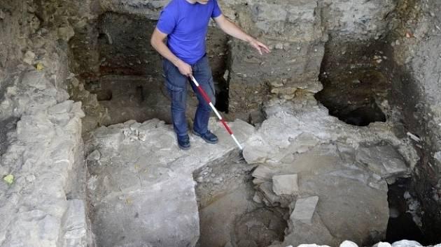 Na pražském Vyšehradě objevili archeologové základy jednoho z někdejších největších kostelů střední Evropy. Pozůstatky stavby pochází z druhé poloviny 10. století až začátku 11. století.