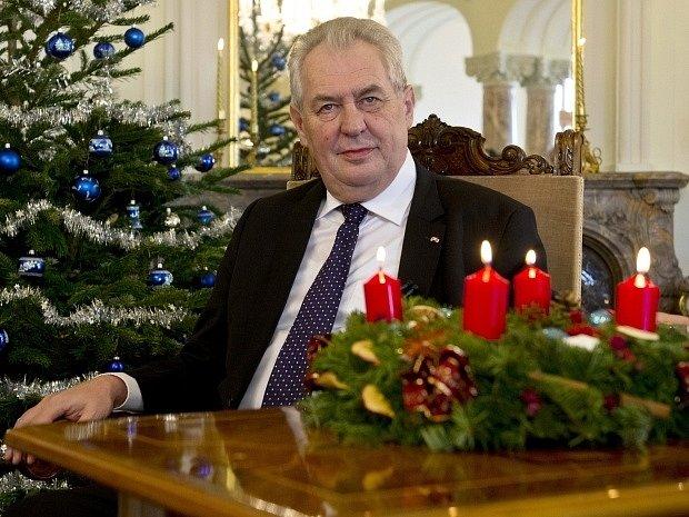 Prezident Miloš Zeman při přípravách vánočním poselství, které pronesl 26. prosince na zámku v Lánech.