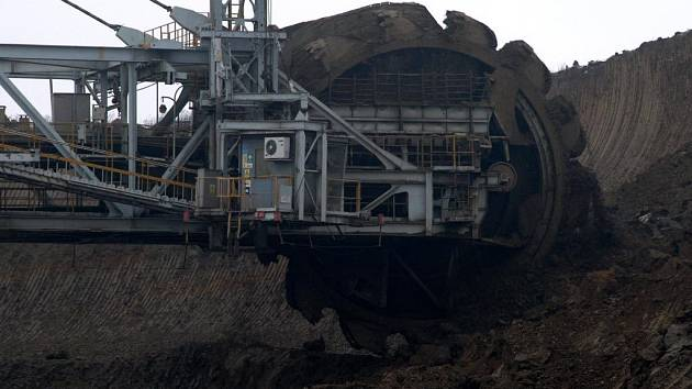 Těžit co nejvíce hnědého i černého uhlí, výrazně rozšířit stávající doly a začít těžbu také v Beskydech. S tím přichází návrh státní energetické koncepce připravované ministerstvem průmyslu a obchodu.