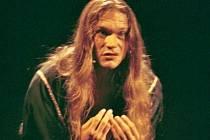 LEGENDA. Dan Bárta jako Jidáš v roce 1994 ve Spirále.