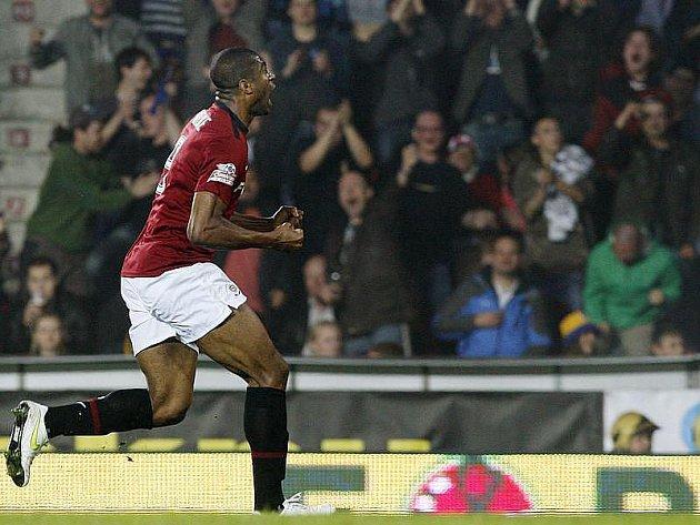 Kanonýr Sparty Leonard Kweuke se raduje z gólu.