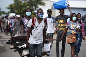 Obyvatelé Haiti v době covidu