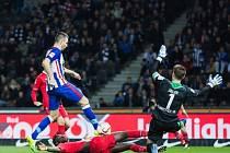 Hertha Berlín remizovala s Hannoverem. Vedad Ibiševič a jeho gól