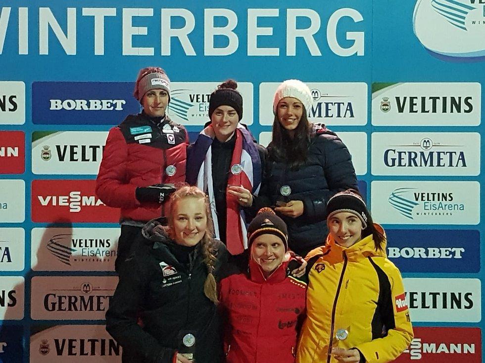 Anna Fernstädtová vpravo nahoře