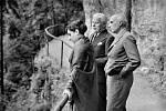 Indira Gándhíová s Džaváharlálem Néhrúem a Charliem Chaplinem