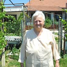 Julie Hrušková na zahradě v roce 2010.