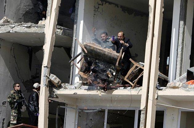 Skupina bojovníků Talibanu zaútočila na ministerstvo spravedlnosti v afghánském Kábulu.