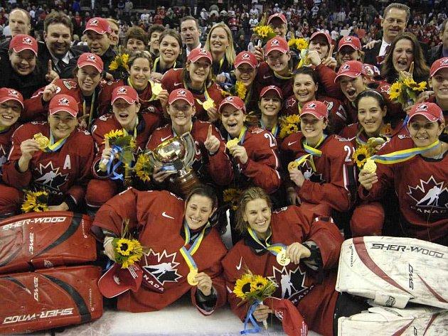 Hokejistky Kanady s vítěznou trofejí.