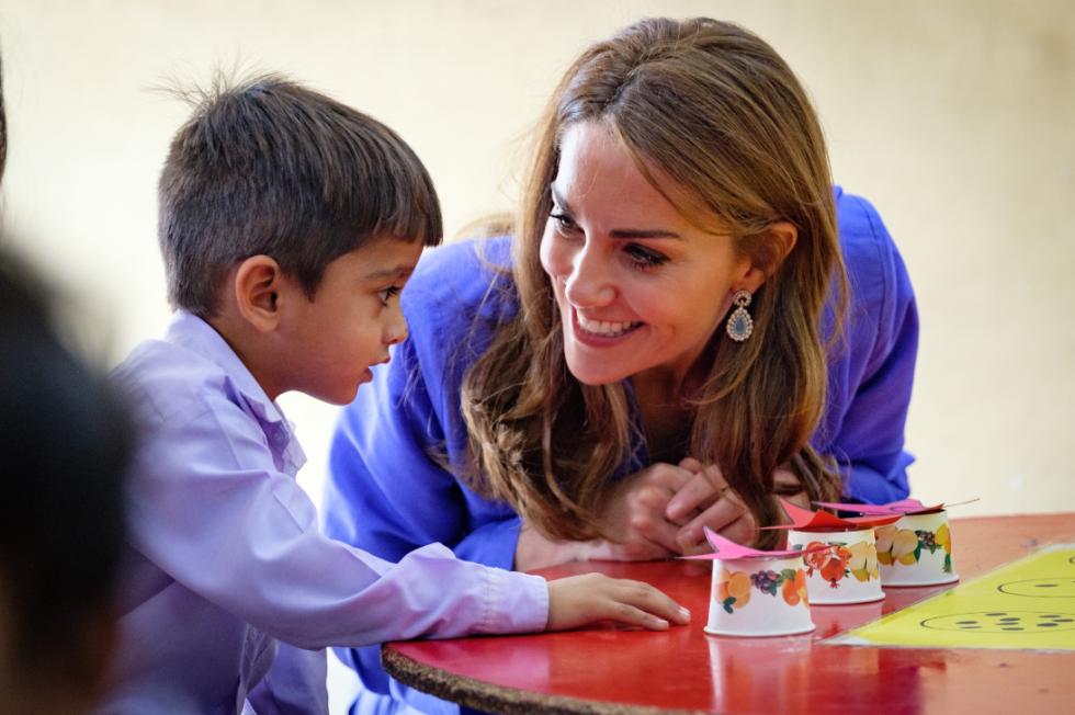 Vévodkyně Kate a princ William při návštěvě místní školy.