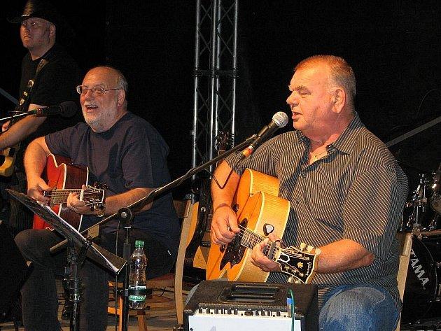 VZÁCNÉ SETKÁNÍ. Tak se jmenuje výjimečný koncert bratrů Nedvědů v pražském KC Vltavská.
