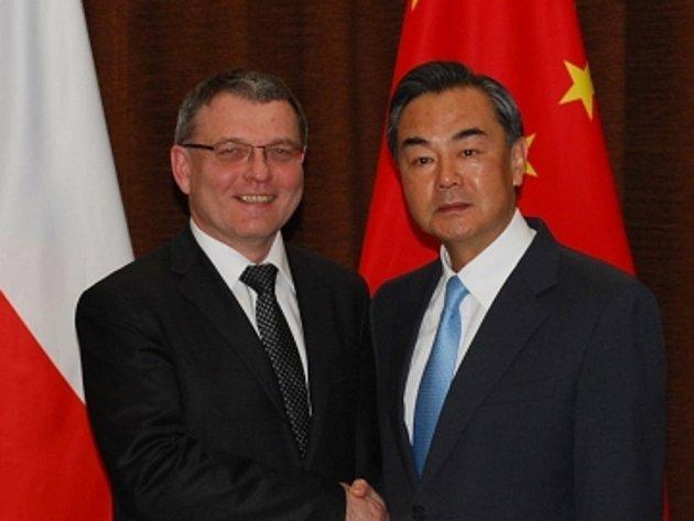 Český ministr zahraničí Lubomír Zaorálek (vlevo) a jeho čínský protějšek Wang I spolu jednali 29. dubna v Pekingu.
