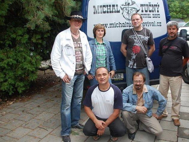 V polovině dubna uplyne rok, co si odbyla premiéru frýdecko-místecká skupina Michal Tučný revival band.