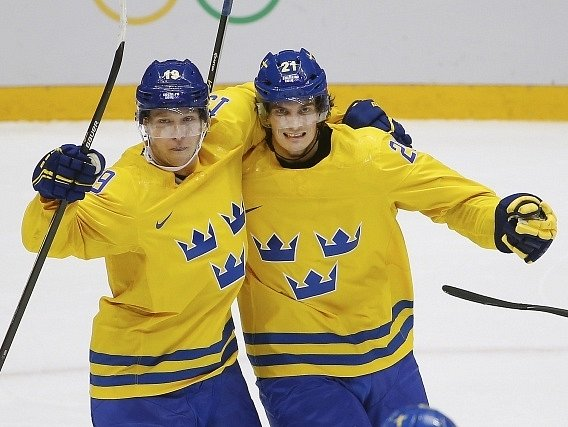 Nicklas Bäckström a Loui Eriksson (vpravo)