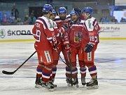 Čeští hráči se radují z úvodního gólu. Zleva Lukáš Radil, Jan Kovář, Adam Polášek, autor gólu Jakub Jeřábek a Dominik Kubalík.