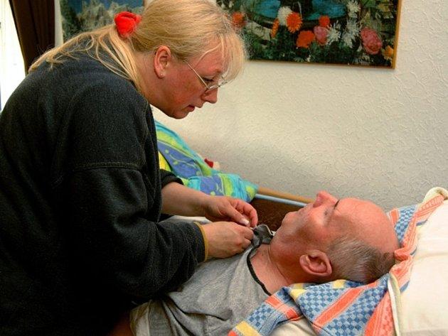 Parkinsonova nemoc postihuje lidi po padesátce, výjimkou nejsou ale ani třicátníci.