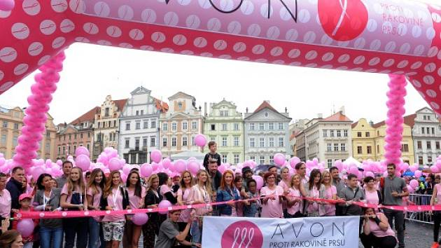Prahou prošel pochod proti rakovině prsu