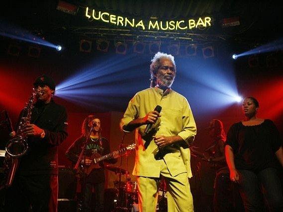 Legenda reggae Max Romeo vystoupil ve středu s kapelou The Band v pražské Lucerně.