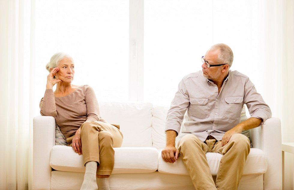 Oproti počátku století se senioři rozvádějí více než třikrát častěji.
