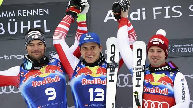 Sjezd Světového poháru v rakouském Kitzbühelu ovládli domácí. Zleva druhý Vincent Kriechmayr, vítěz Matthias Mayer a bronzový Švýcar Beat Feuz.
