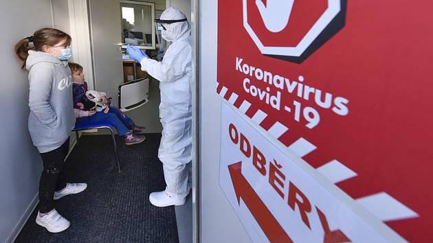 Testování ve znojemské nemocnici. Ilustrační snímek