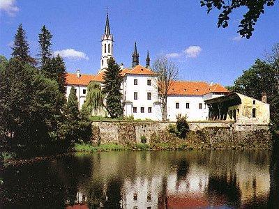 Rakousko vrátí vyšebrodském klášteru uloupené věci. Jihočeský klášter má dostat zpět historické, umělecké a technické věci, staré zbraně, užité předměty či pět hudebních nástrojů.