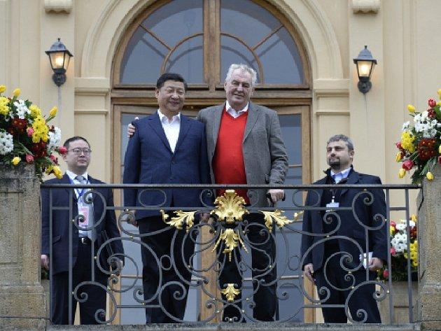 Prezident Miloš Zeman se 28. března na zámku v Lánech setkal se svým čínským protějškem Si Ťin-pchingem.