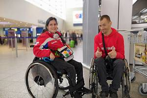 Anna Muziková a František Serbus na letišti před odletem na závody do Dubaje