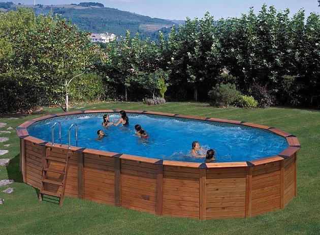 Ocelový bazén sobložením zpravého dřeva