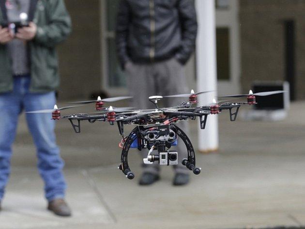 Bezpilotní letoun - dron. Ilustrační foto.